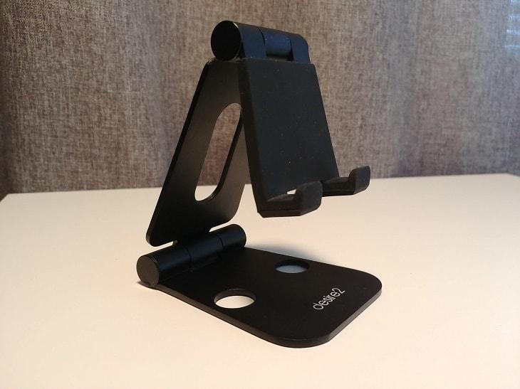 Desire 2 puhelimen pidike, joka pitää katselukulman juuri sinulle sopivana