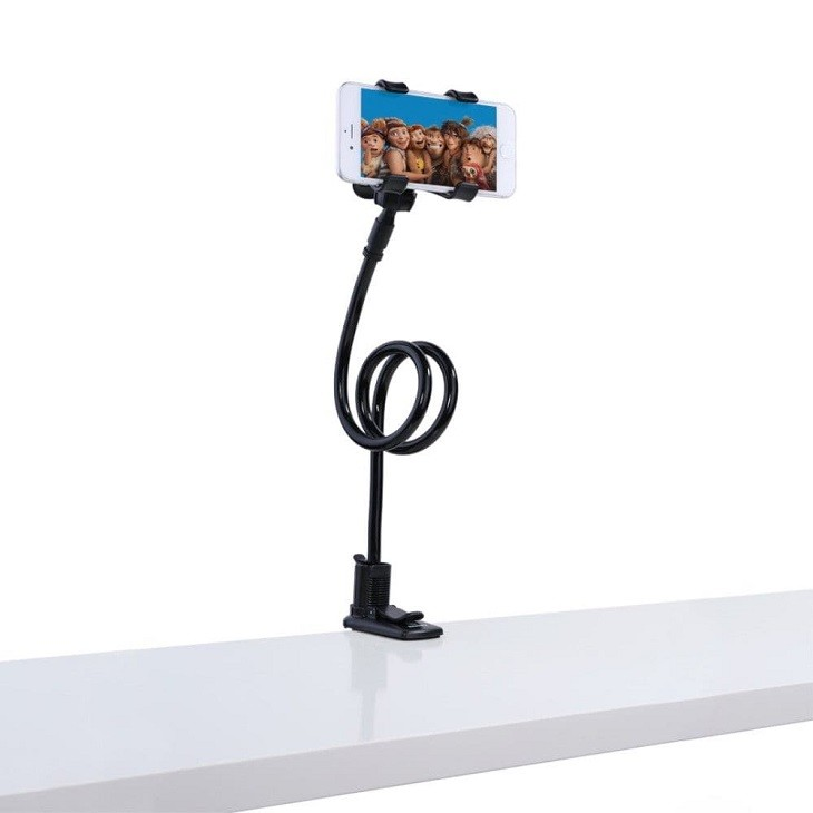 Pöytään kiinnitettävä teline käsivarrella, joka pitää puhelimen vakaana ja juuri sellaisessa asennossa kuin haluat